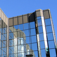 modern-glass-offices-architecture-1202564-600x